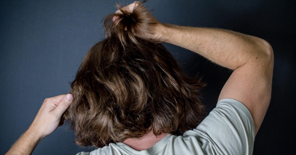 strapparsi i capelli